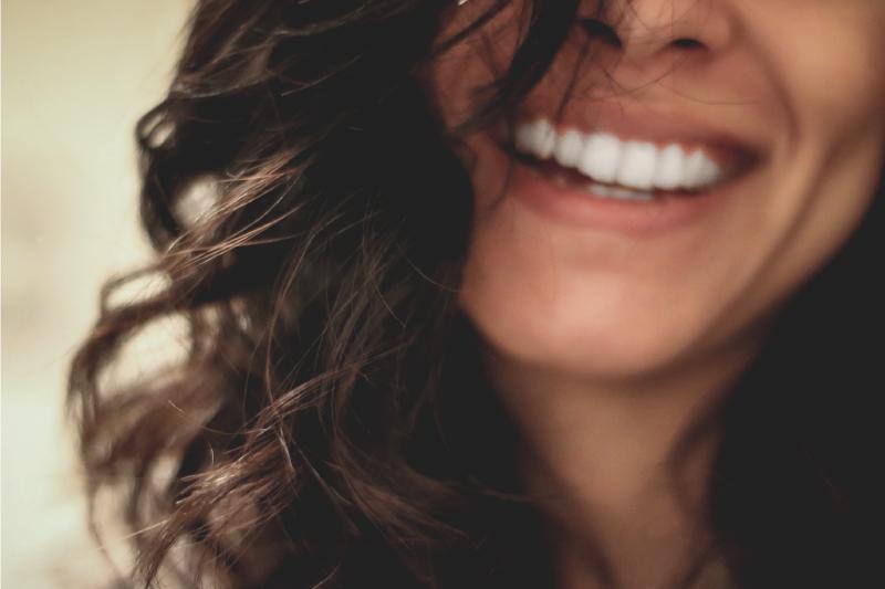 video Lo sbiancamento dentale per migliorare il colore dei denti