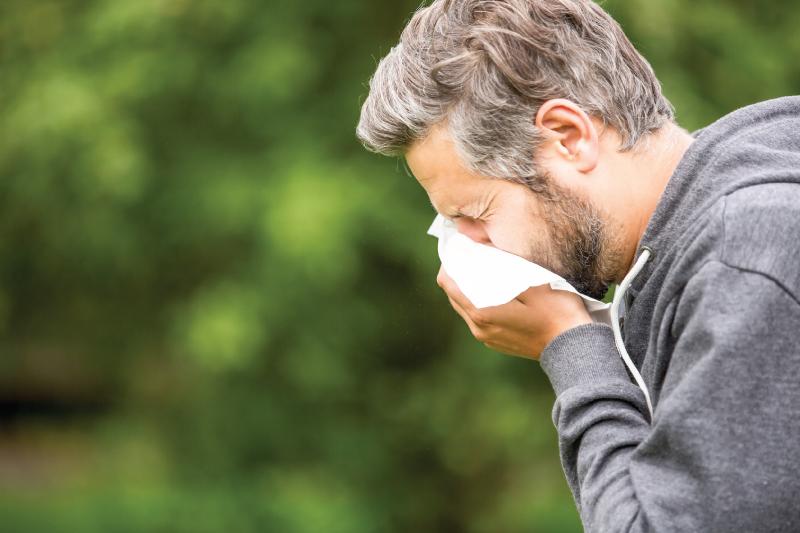 Come si manifesta una reazione allergica? Dalla pelle alle vie respiratorie, i sintomi delle allergie sono molteplici. Occhio allo shock anafilattico.