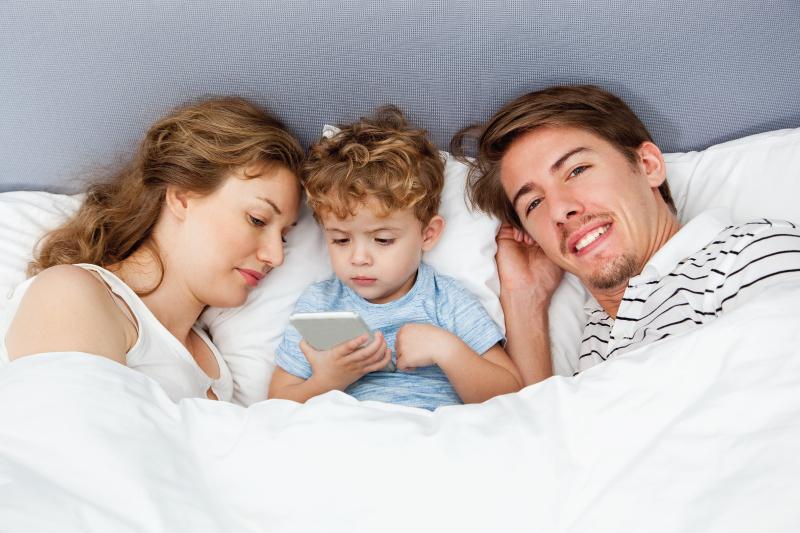 Smartphone e la luce blu che condizionano il nostro sonno